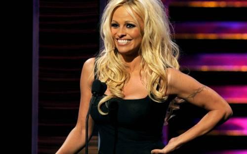 Pamela Anderson: le foto della bionda tutta curve 11