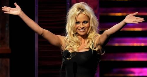 Pamela Anderson: le foto della bionda tutta curve 10