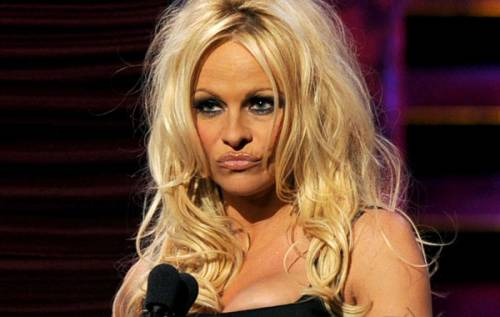 Pamela Anderson: le foto della bionda tutta curve 15