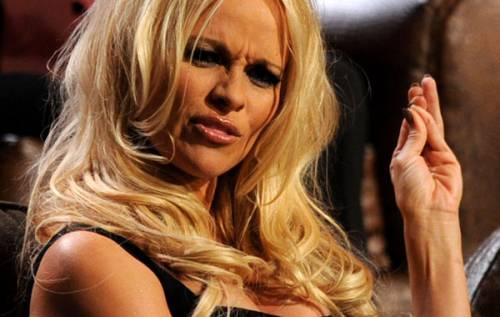 Pamela Anderson: le foto della bionda tutta curve 17