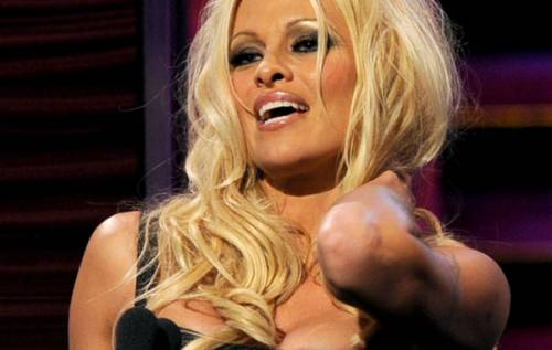 Pamela Anderson: le foto della bionda tutta curve 5