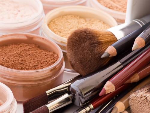 Ultima frontiera del gender: ecco il make up per gli uomini