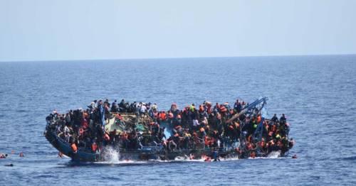 """Migranti, Frontex contro le Ong: """"Sono colluse con gli scafisti"""""""