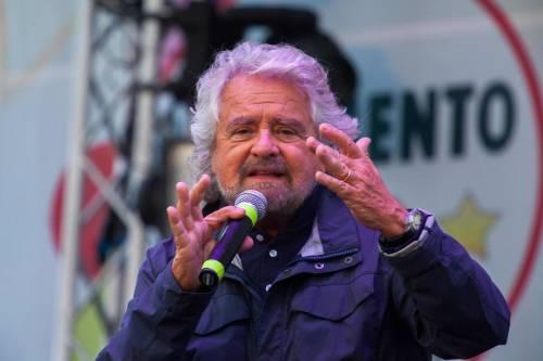 """Grillo difende la giunta Raggi: """"Anch'io avevo la tessera Pd"""""""