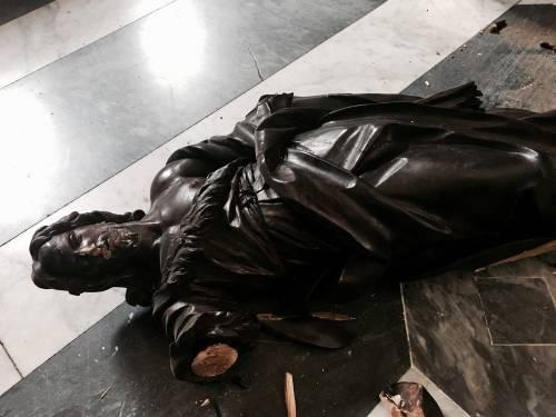 Ecco come l'immigrato ghanese ha sfregiato le chiese di Roma 5
