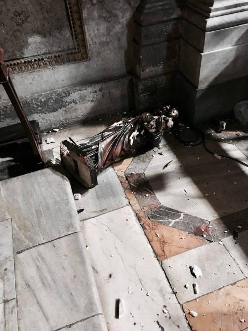 Ecco come l'immigrato ghanese ha sfregiato le chiese di Roma 8