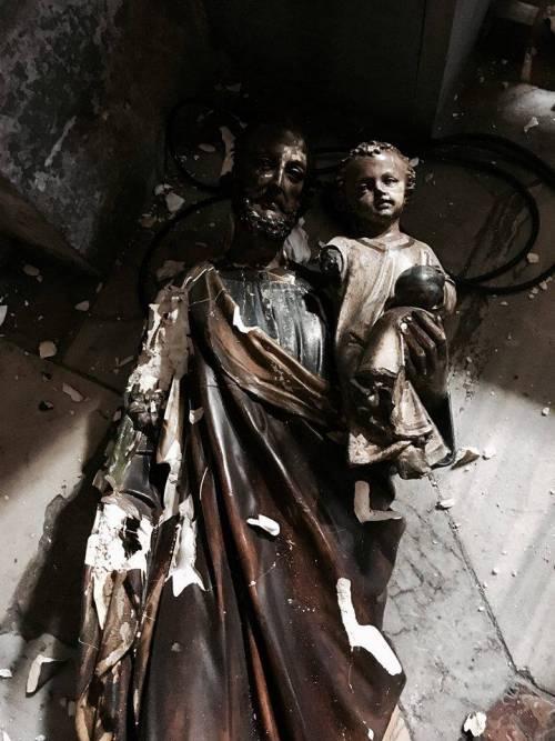 Ecco come l'immigrato ghanese ha sfregiato le chiese di Roma 7