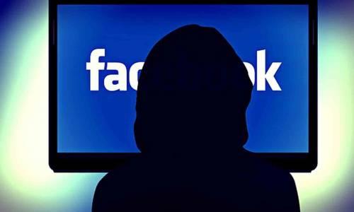 """Facebook piegato da un virus: """"Non aprite il link nelle chat"""""""