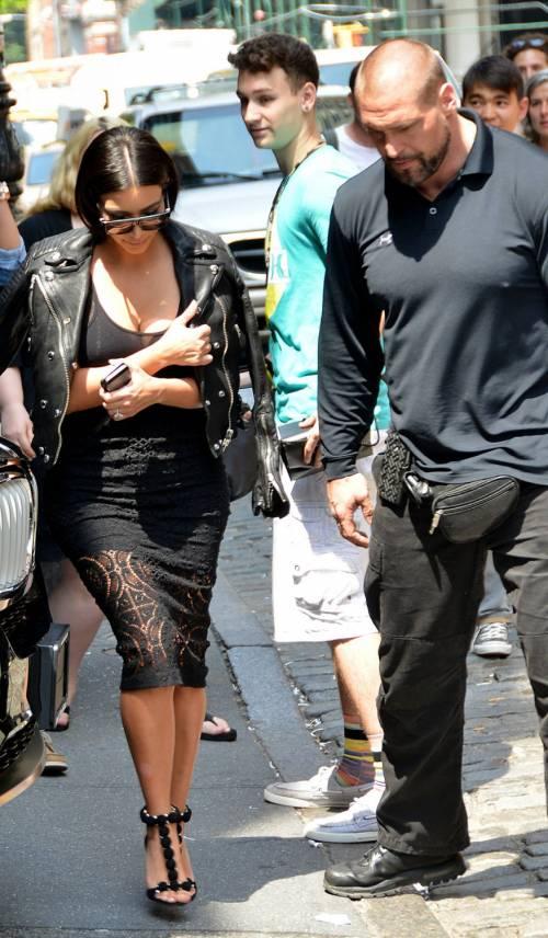 Kim Kardashian, il décolleté esplosivo della diva 7