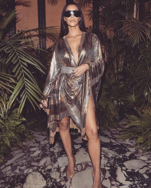 Kim Kardashian, il décolleté esplosivo della diva 9