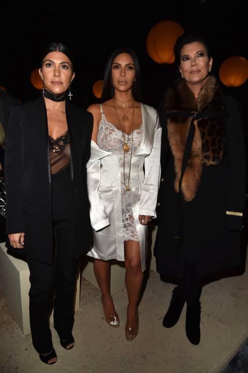 Kim Kardashian, il décolleté esplosivo della diva 12