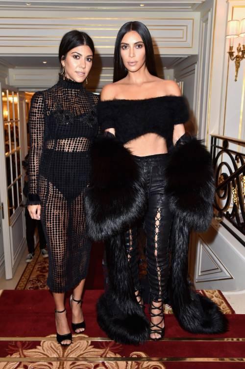 Kim Kardashian, il décolleté esplosivo della diva 13