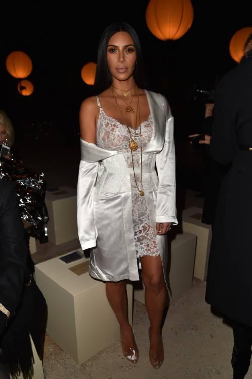 Kim Kardashian, il décolleté esplosivo della diva 17