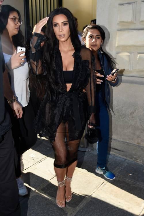 Kim Kardashian, il décolleté esplosivo della diva 26