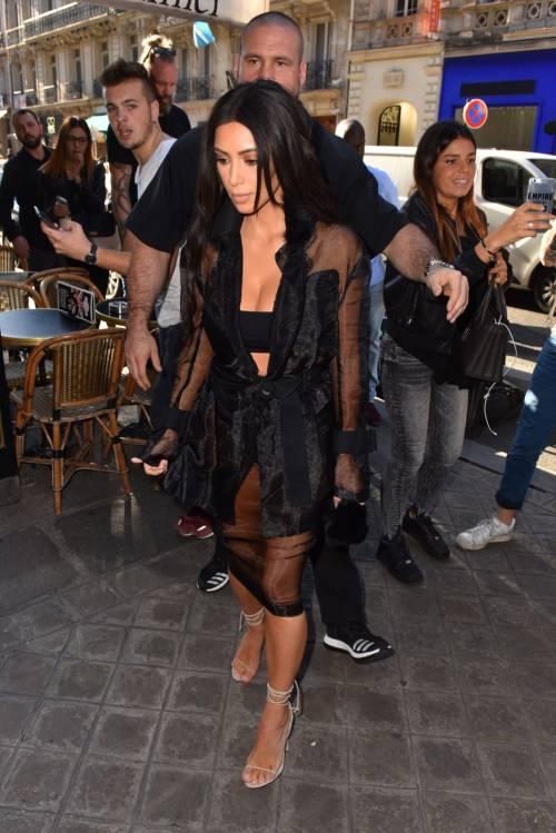 Kim Kardashian, il décolleté esplosivo della diva 27