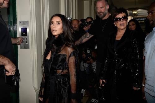 Kim Kardashian, il décolleté esplosivo della diva 29
