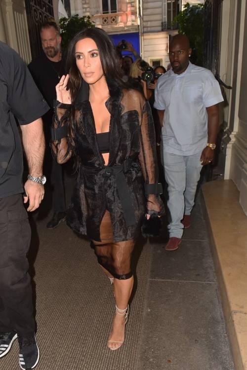 Kim Kardashian, il décolleté esplosivo della diva 30
