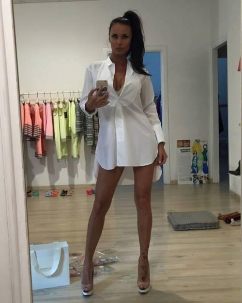 GF Vip: le sexy mamma e figlia Antonella Mosetti e Asia Nuccetelli 20