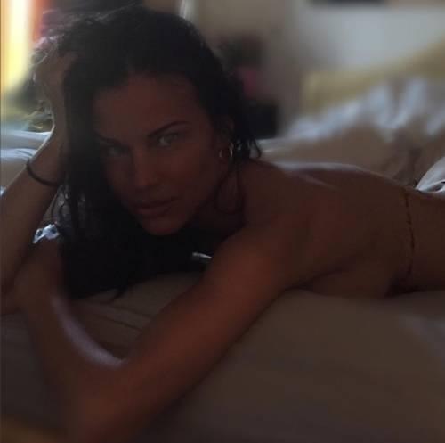 GF Vip: le sexy mamma e figlia Antonella Mosetti e Asia Nuccetelli 30