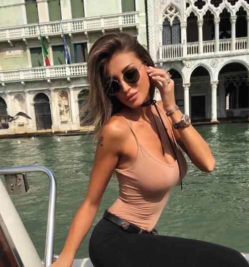 Cristina Buccino sexy su Instagram: foto 7