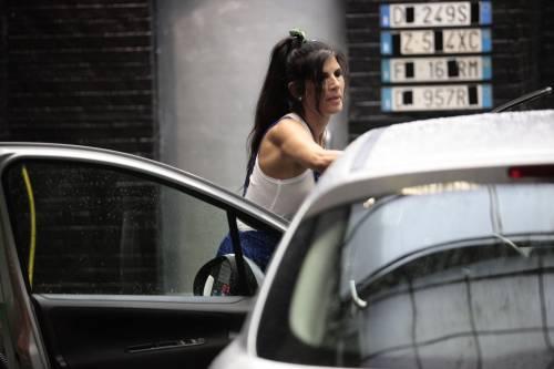 GF Vip, sexy car washing per Valeria Marini e Pamela Prati 2
