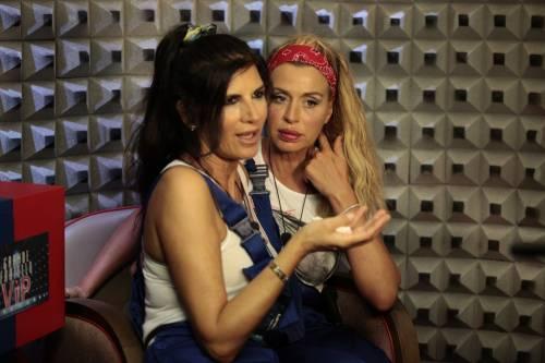 GF Vip, sexy car washing per Valeria Marini e Pamela Prati 3