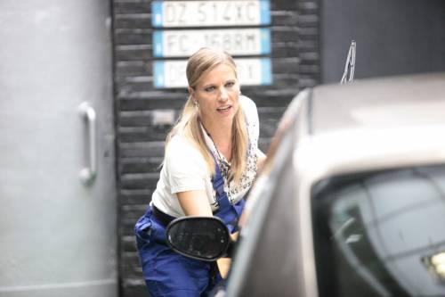GF Vip, sexy car washing per Valeria Marini e Pamela Prati 7