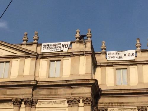 Milano, sul tetto della Scala per protesta 4