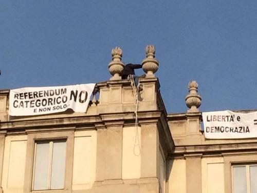 Milano, sul tetto della Scala per protesta 3