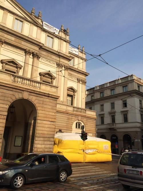 Milano, sul tetto della Scala per protesta 6