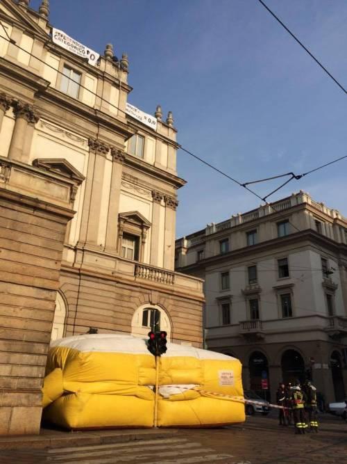 Milano, sul tetto della Scala per protesta 9