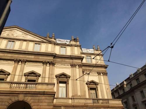Milano, sul tetto della Scala per protesta 11