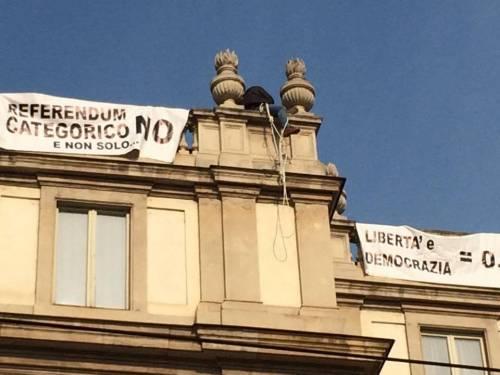 Milano, sul tetto della Scala per protesta 10