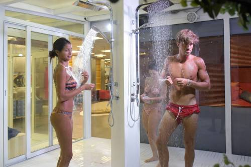 Grande Fratello Vip, docce e altri momenti sexy 8