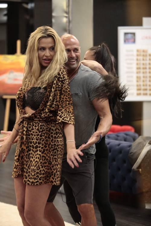 GF Vip: Valeria Marini e Stefano Bettarini, i momenti hot 2