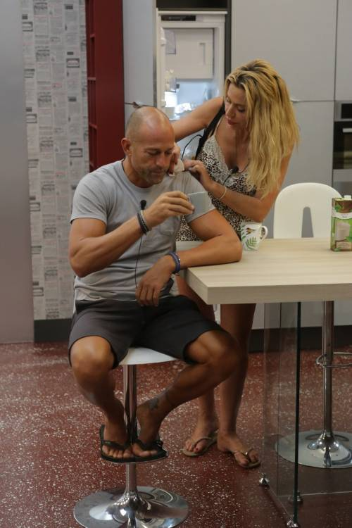 GF Vip: Valeria Marini e Stefano Bettarini, i momenti hot 22