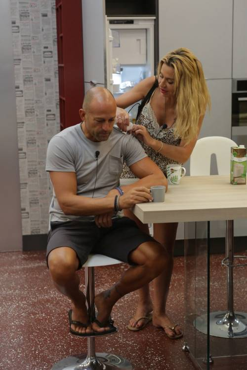 GF Vip: Valeria Marini e Stefano Bettarini, i momenti hot 23