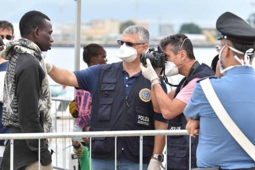 """Ora la Francia accusa l'Italia: """"Dovete identificare gli immigrati"""""""