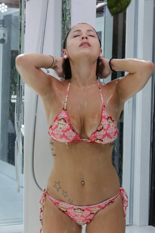 Grande Fratello Vip, i bikini più sexy 16