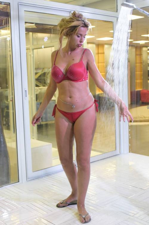 Grande Fratello Vip, i bikini più sexy 38