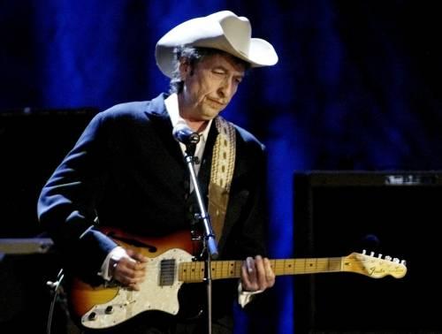 """L'ultimo """"schiaffo"""" di Bob Dylan: non va alla cerimonia del Nobel"""