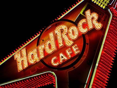 L'Hard Rock Cafè entra nelle porte del Vaticano, in rivolta i cardinali
