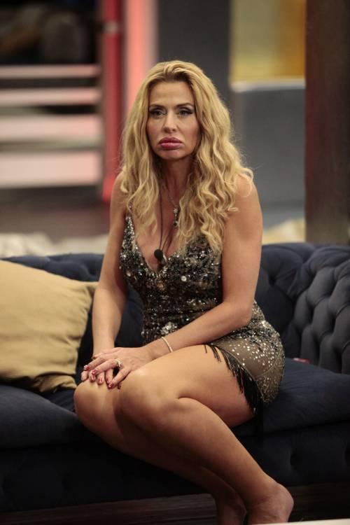 Grande Fratello Vip, Valeria Marini sempre più sexy 9