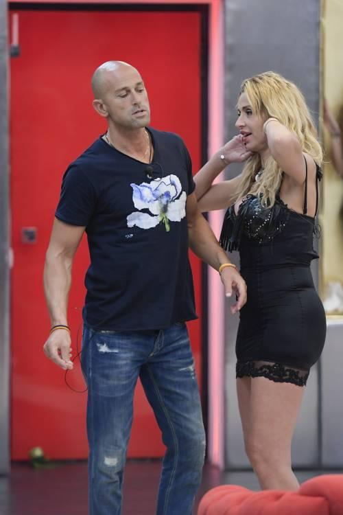 Grande Fratello Vip, Valeria Marini sempre più sexy 25
