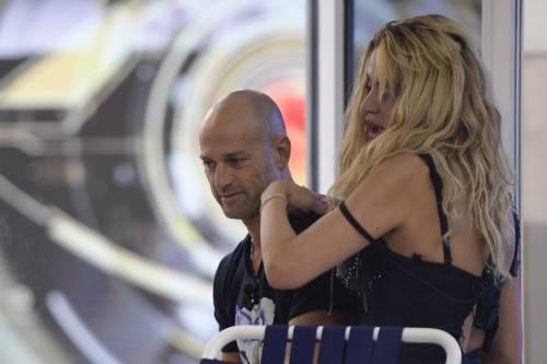 Grande Fratello Vip, Valeria Marini sempre più sexy 38
