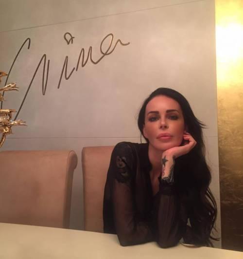 Nina Moric sexy nell'intimità della sua casa 28