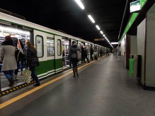 Milano, rissa tra ubriachi: uno sbatte la testa all'altro contro il muro