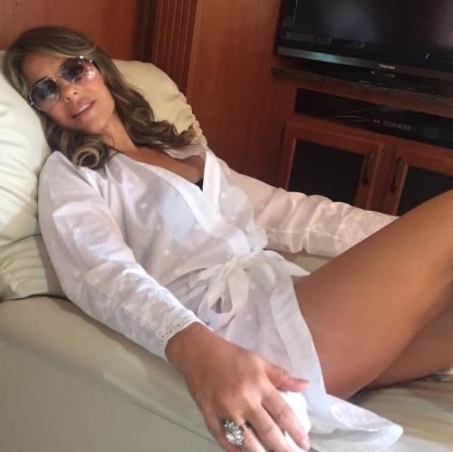 Elizabeth Hurley, sexy tra pubblico e privato 10