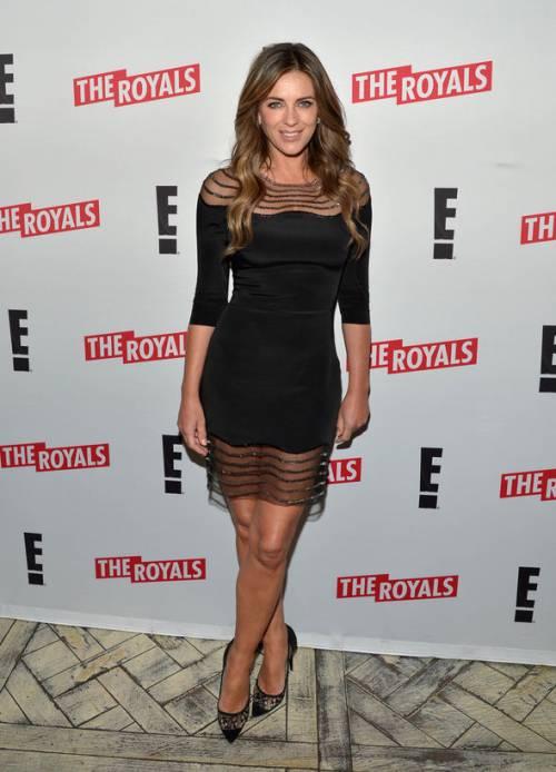 Elizabeth Hurley, sexy tra pubblico e privato 31