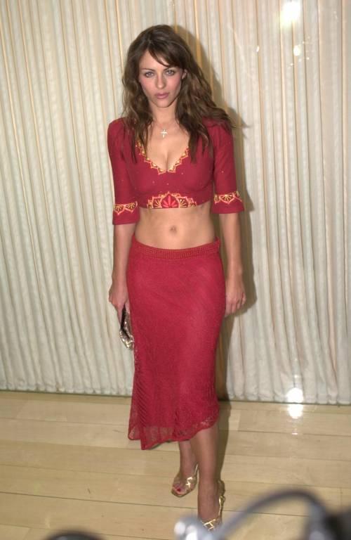 Elizabeth Hurley, sexy tra pubblico e privato 33
